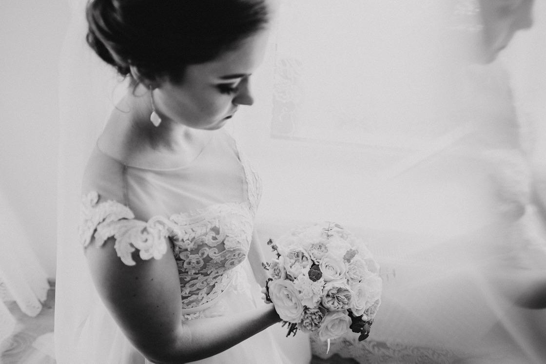 Vestuvinė fotosesija nuotakos pasiruošimas puokštė Vilnius fotografas
