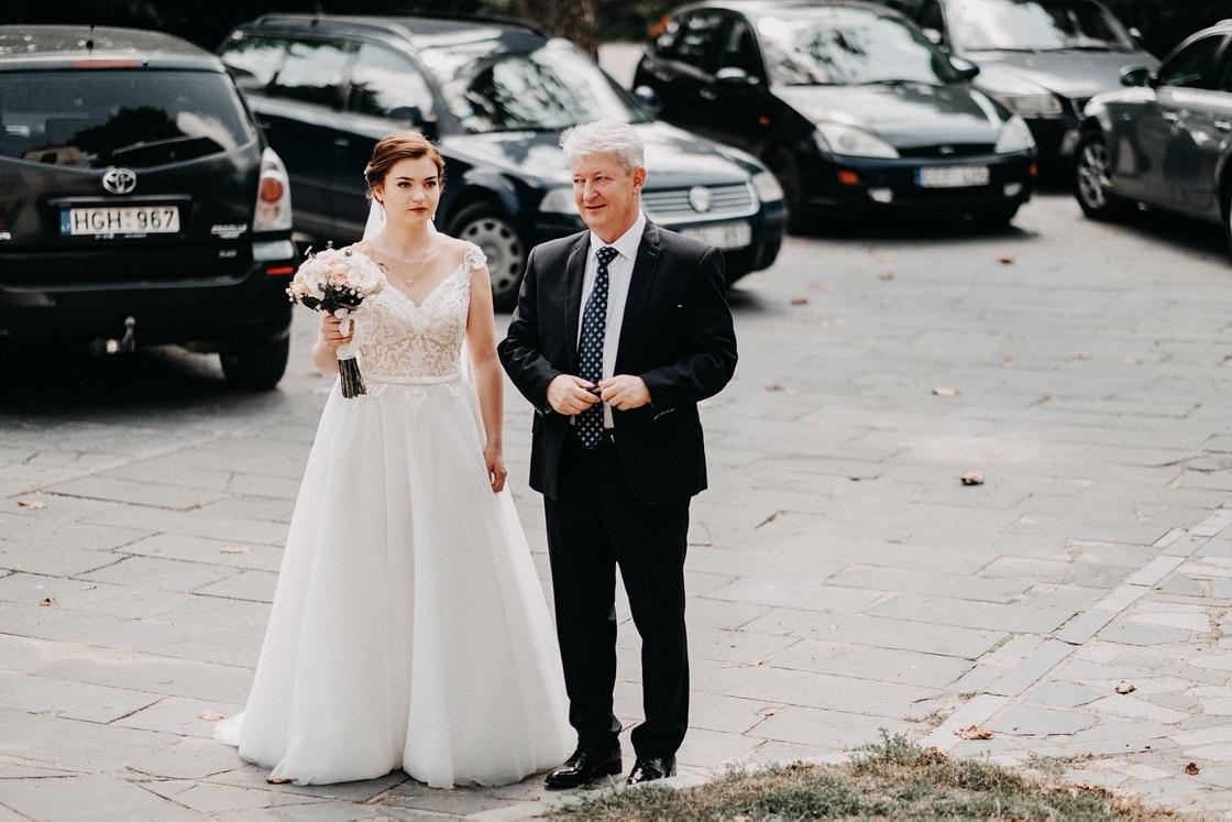 Vestuvinė fotosesija nuotakos pasiruošimas tėtis Vilnius fotografas