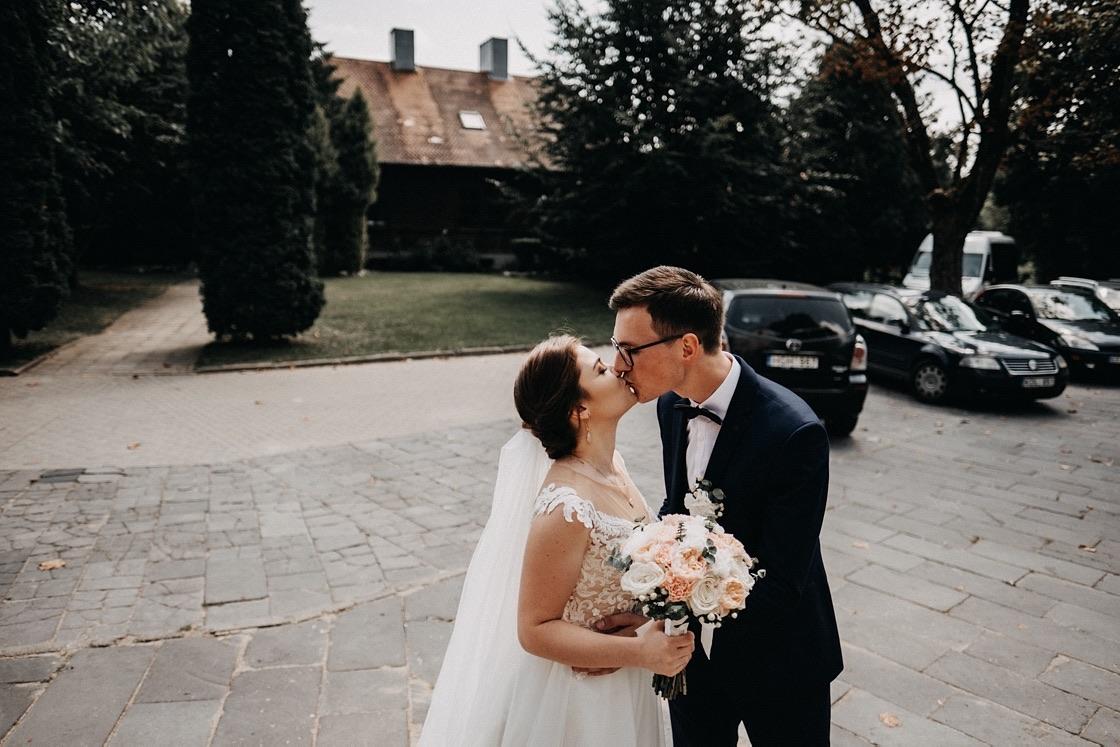 Vestuvinė fotosesija jaunieji bučinys Vilnius fotografas