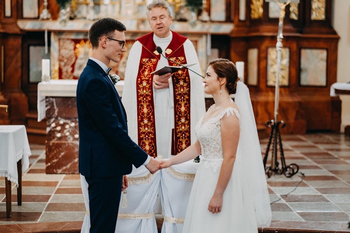 Vestuvinė fotosesija Trakų Švč. Mergelės Marijos Apsilankymo bazilika Vilnius fotografas
