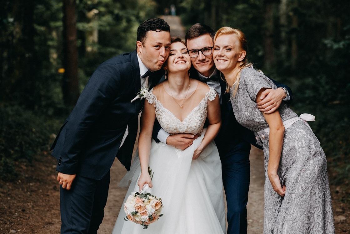 Vestuvinė fotosesija Trakuose miškas jaunasis kiudininkai Vilnius fotografas