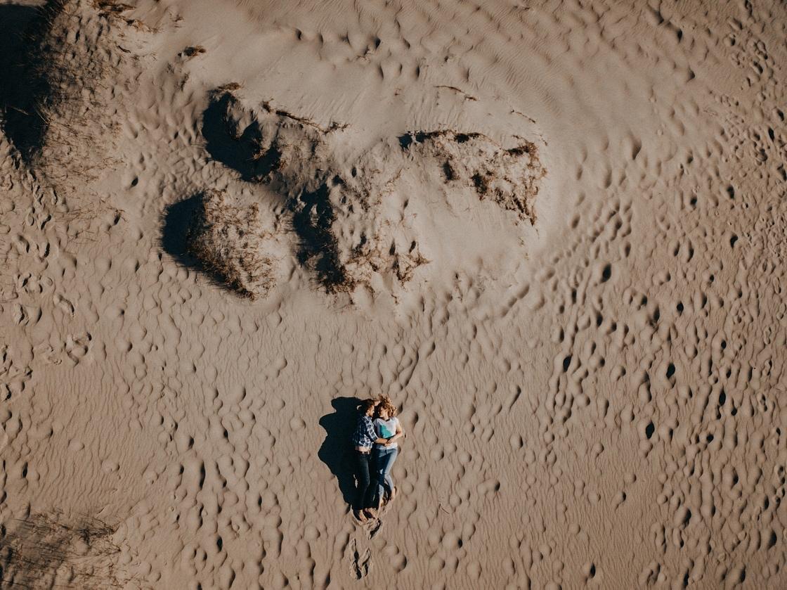 Priešvestuvinė Love story fotosesija Nidoje Parnidžio kopos iš aukštai dronas