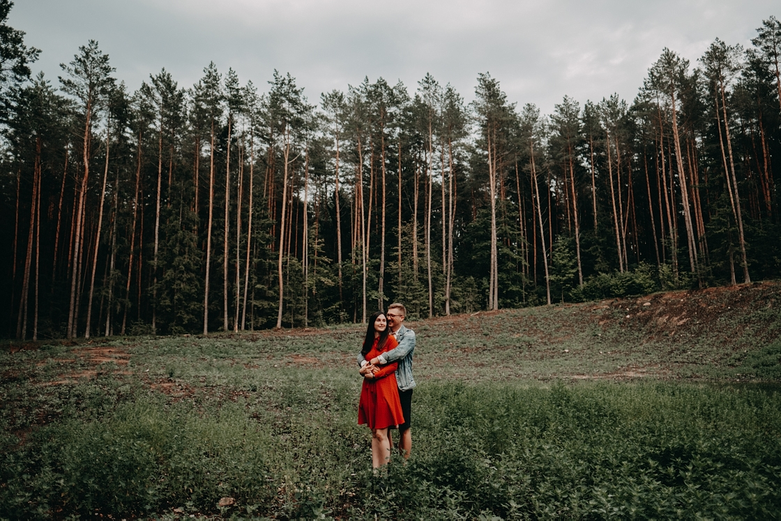 Priešvestuvinė fotosesija miške fotografas Vilnius