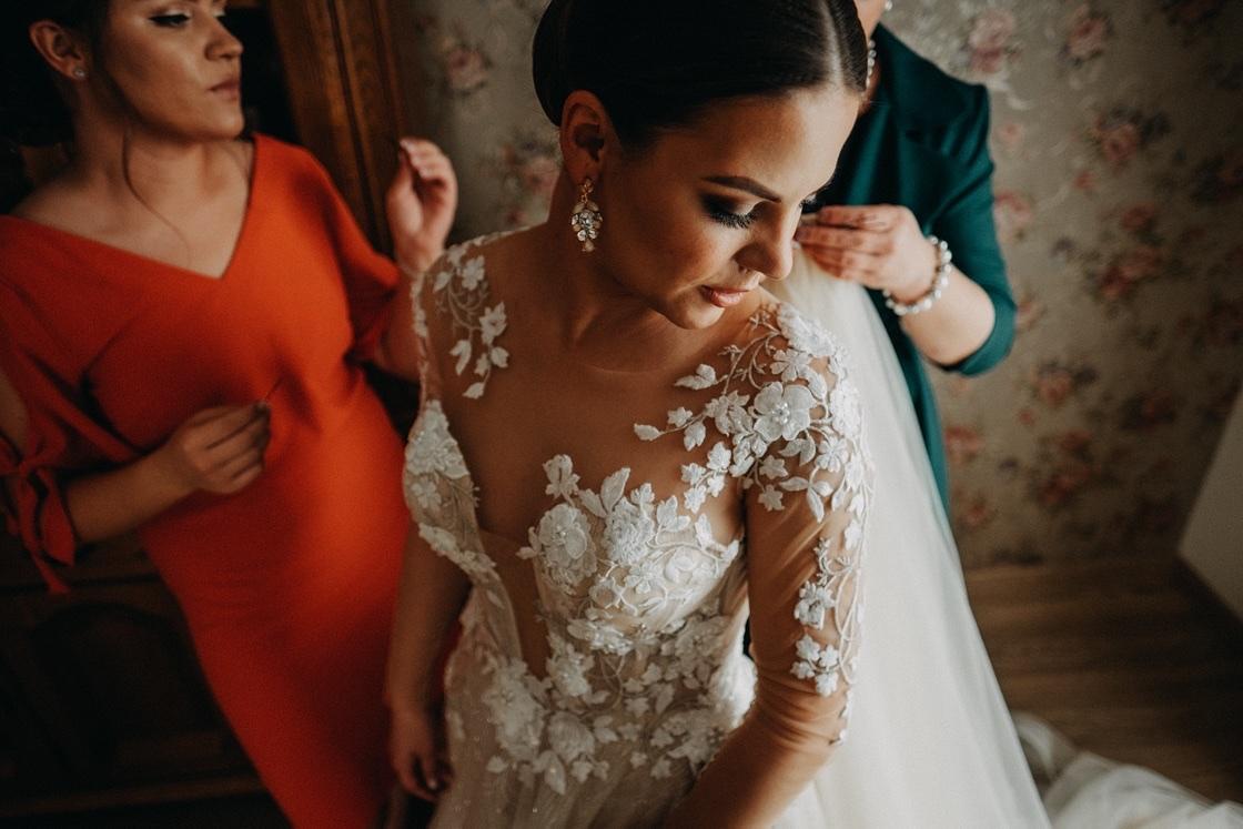 Vestuvinė fotosesija nuotakos pasiruošimas suknelė Vilnius fotografas