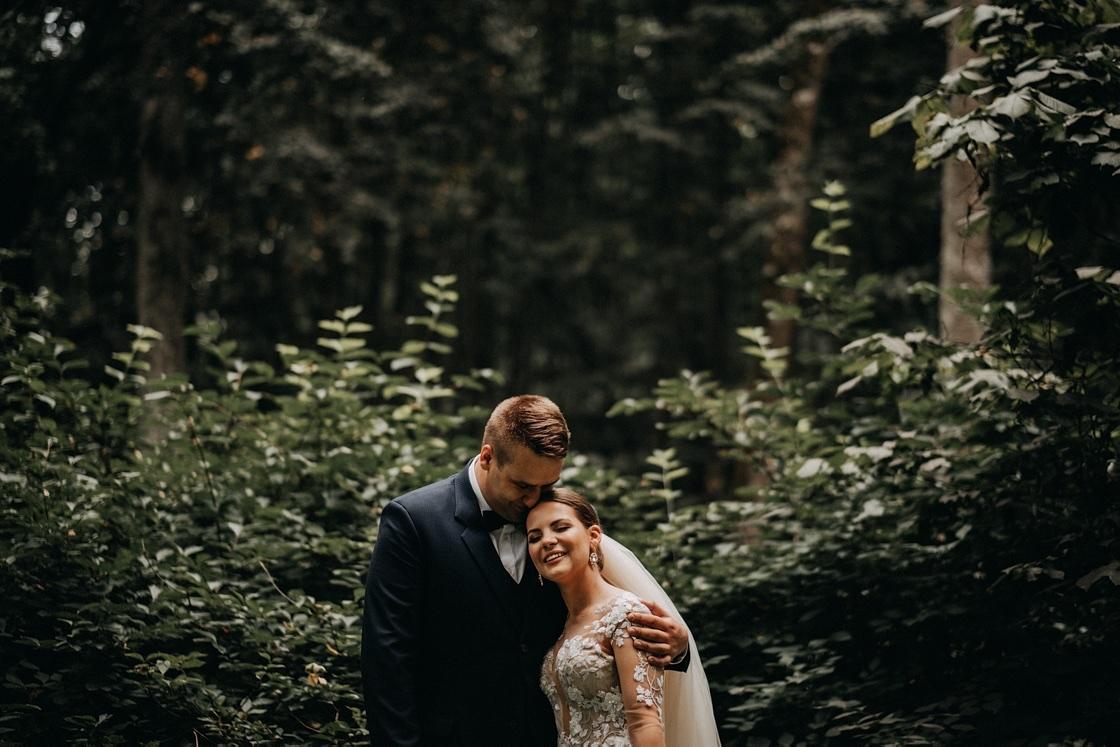 Vestuvinė fotosesija jaunieji suknelė miškas kostiumas Vilnius Kaunas Klaipėda fotografas