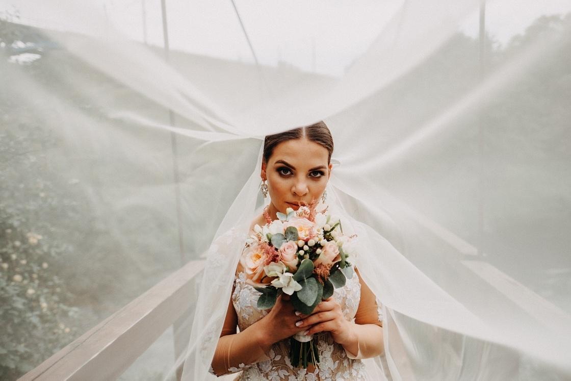 Vestuvinė fotosesija jaunieji suknelė nuometas tiltas kostiumas puokštė Vilnius Kaunas Klaipėda fotografas