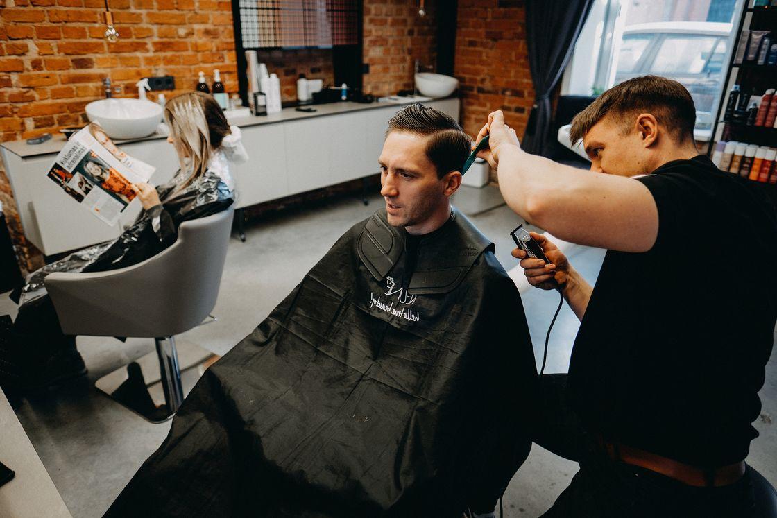 Vestuvės Kaunas jaunikis kirpykla šukuosena grožio salonas