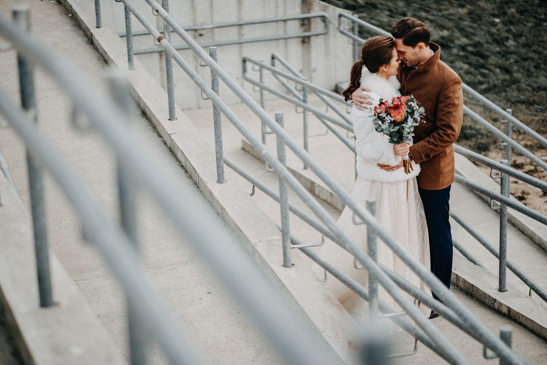 Vestuvės Kaunas fotografas suknelė nuotaka fotosesija kailinukai paltas swarowski puokštė žiema lampėdžiai