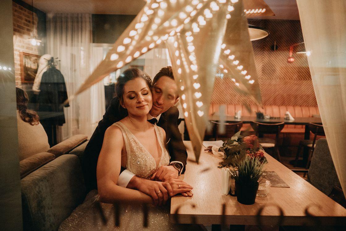 Vestuvės Kaunas fotografas suknelė nuotaka fotosesija kailinukai šiluma swarowski žiema kavinė senamiestis vilniaus gatvė