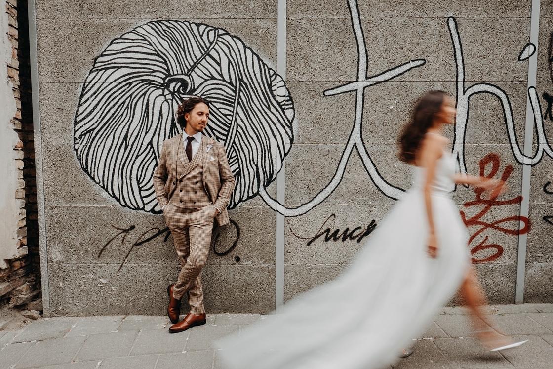 senamiestis Vilnius fotosesija vestuvės vestuvinė nuotaka suknelė boho dizaineris kostiumas wedding fotografas martynas musteikis