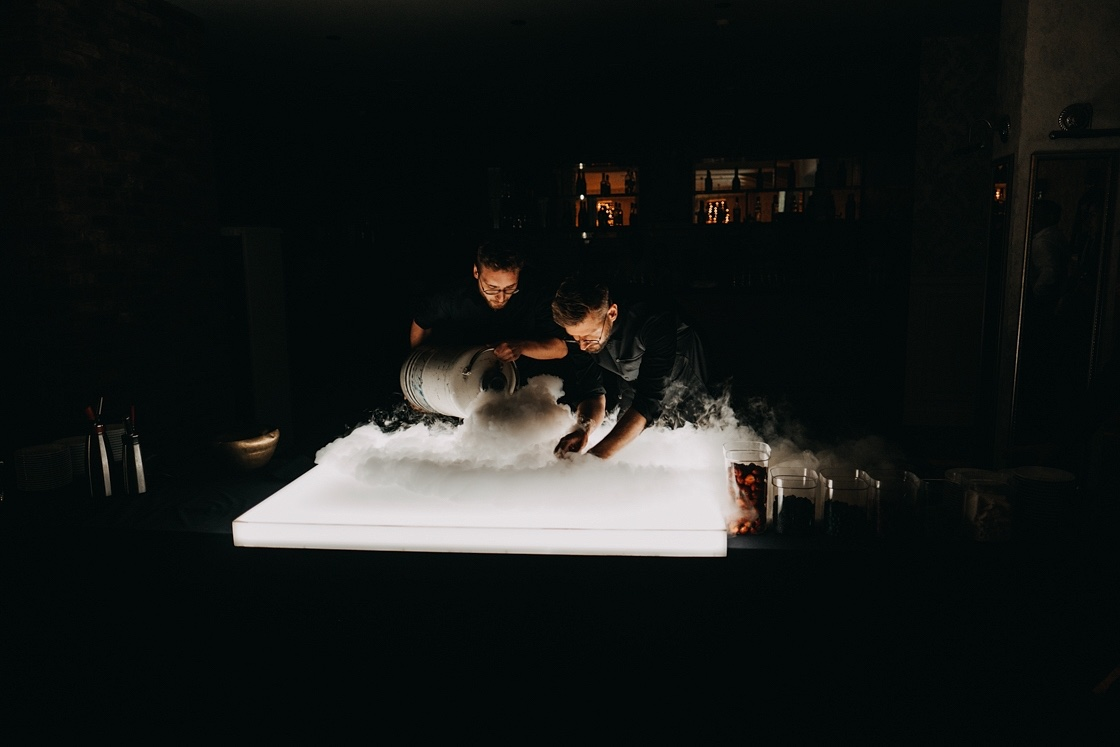 vestuvės fotografas martynas musteikis alfas ivanauskas virtuvės mitų griovėjai šou fotosesija fujifilm high iso