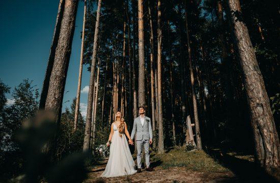 lookslikefilm vestuvės vestuvių fotografas kauno marios miškas saulė suknelė kostiumas rustic boho stilius gražiausias puokštė įdėjos