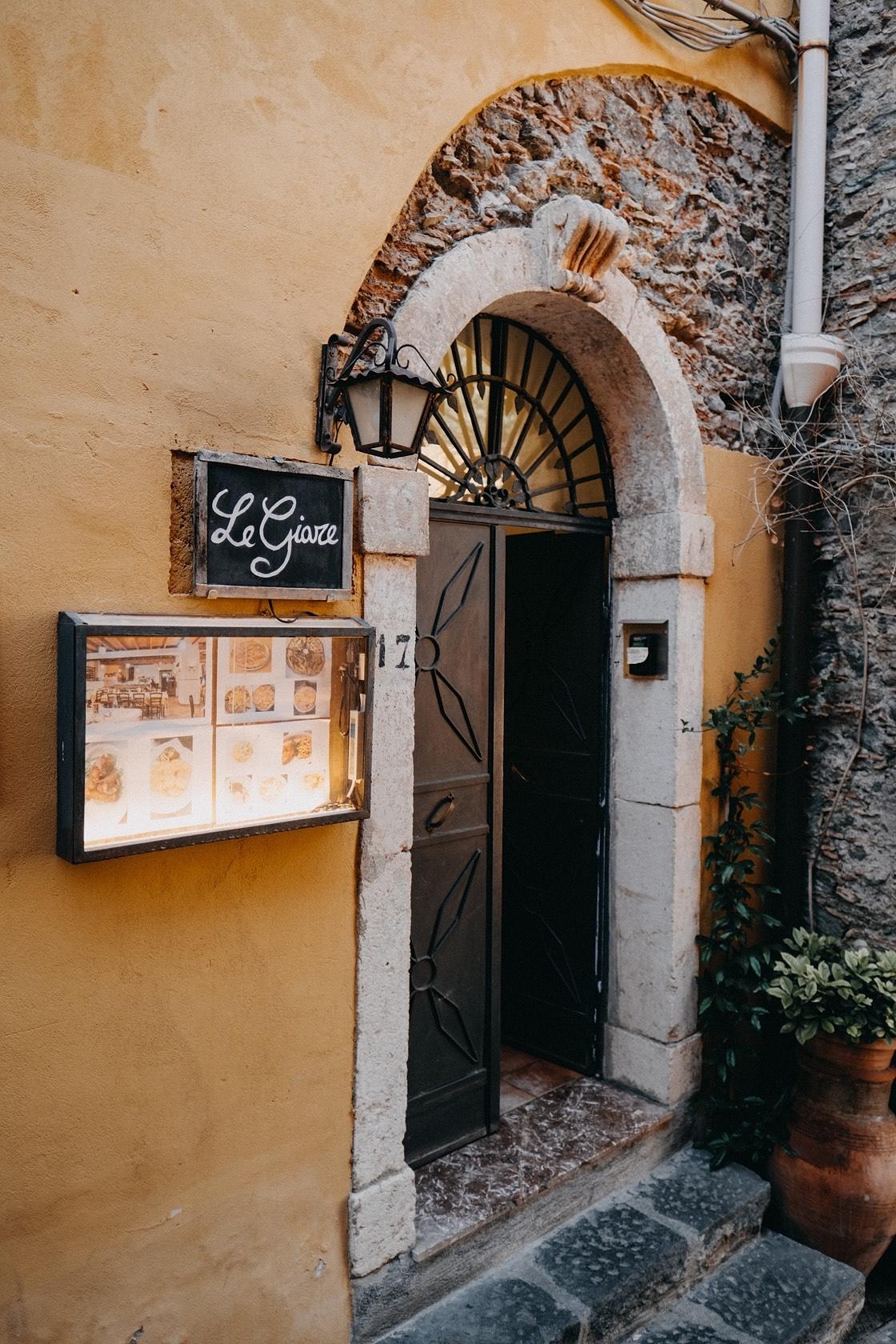 Sicilija vestuvės fotografas Simona Le Giarre restoranas planuotoja