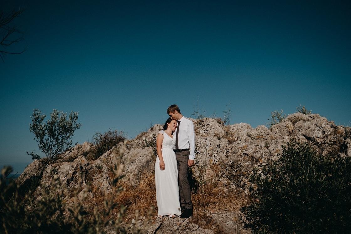 geriausi vestuvių fotografai Sicilijoje kalnai jūra saulė vestuvės suknelė