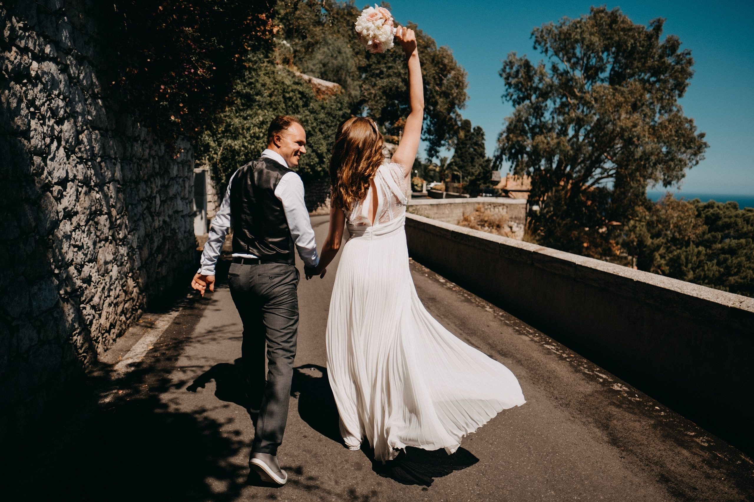 Italija Italy Sicilija vestuvės wedding destination dangus puokštė jaunieji groom bride best photos photographer professional ocean sea sunny saulėta